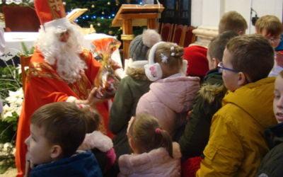 Święty Mikołaj dotarł do dzieci w Dmosinie